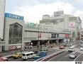 新宿駅(現地まで1040m)