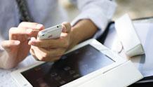 スマートフォンで検索するイメージ