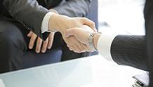 握手をするイメージ