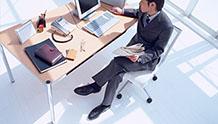 仕事をする会社員のイメージ