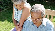 会話をする老夫婦のイメージ