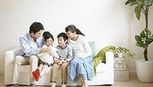会話する家族のイメージ